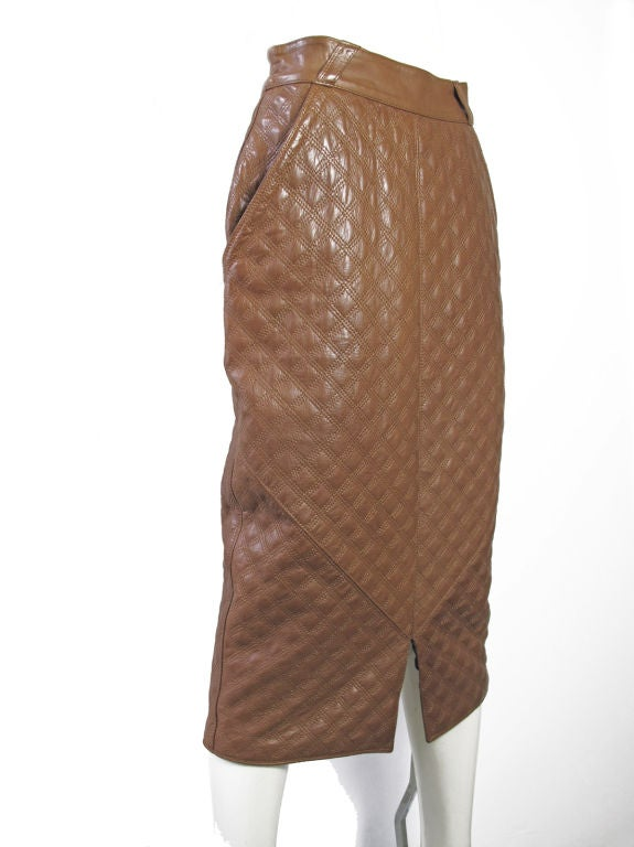 Gianni Versace brown leather quilted skirt. Two front pockets. <br /> <br /> 28