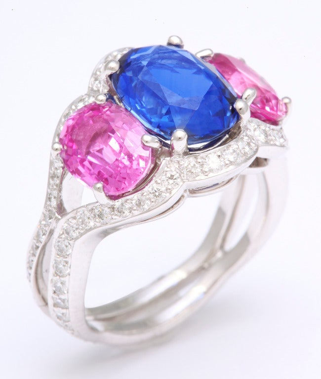 Tanagro Blue and Pink Sapphire Ring In As new Condition For Sale In Bal Harbour, FL