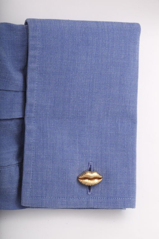 Michael Kanners Gold Lip Cufflinks In New Condition In Bal Harbour, FL