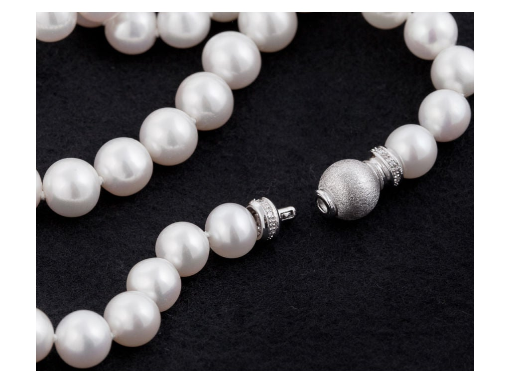 Pearl Necklace With Gold & Diamond Clasp 3