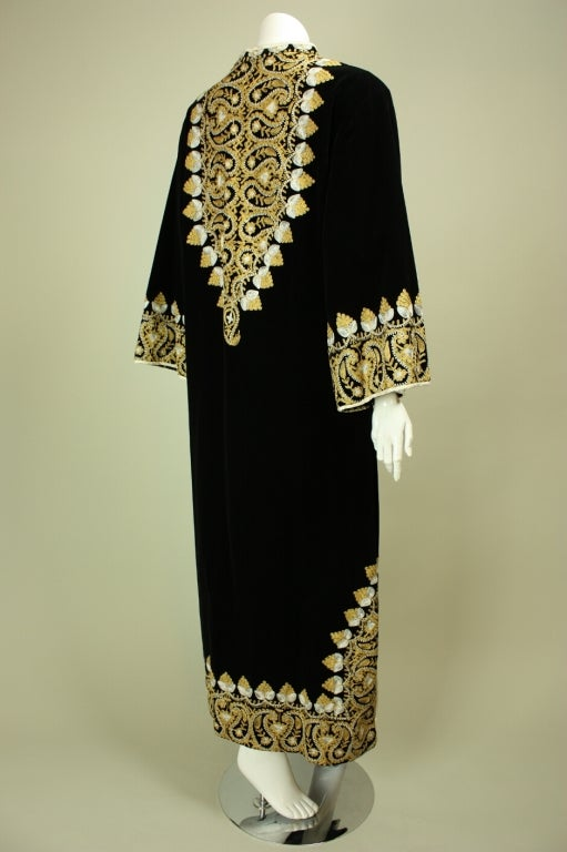 1960's Moroccan Embroidered Caftan In Excellent Condition For Sale In Los Angeles, CA