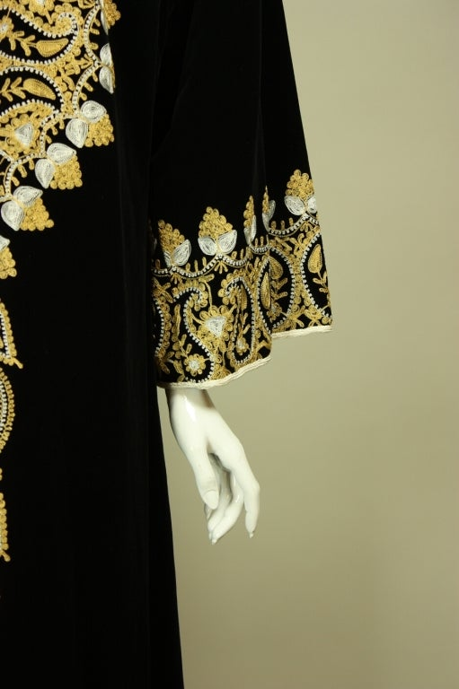 1960's Moroccan Embroidered Caftan For Sale 2