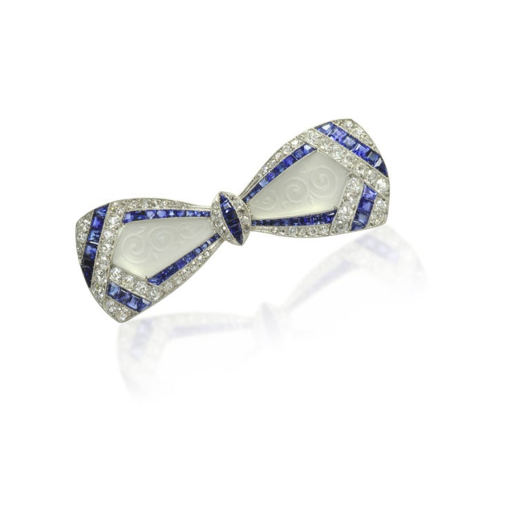 Round Cut Jackie Kennedy's Art Deco Diamond Sapphire Frosted Crystal Bow Brooch For Sale