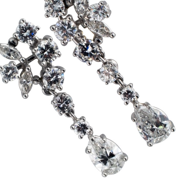 1960s Beautiful Dangling Diamond Platinum Drop Earrings 4