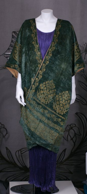 Mariano Fortuny Green Stencilled Velvet Long Coat For Sale 6
