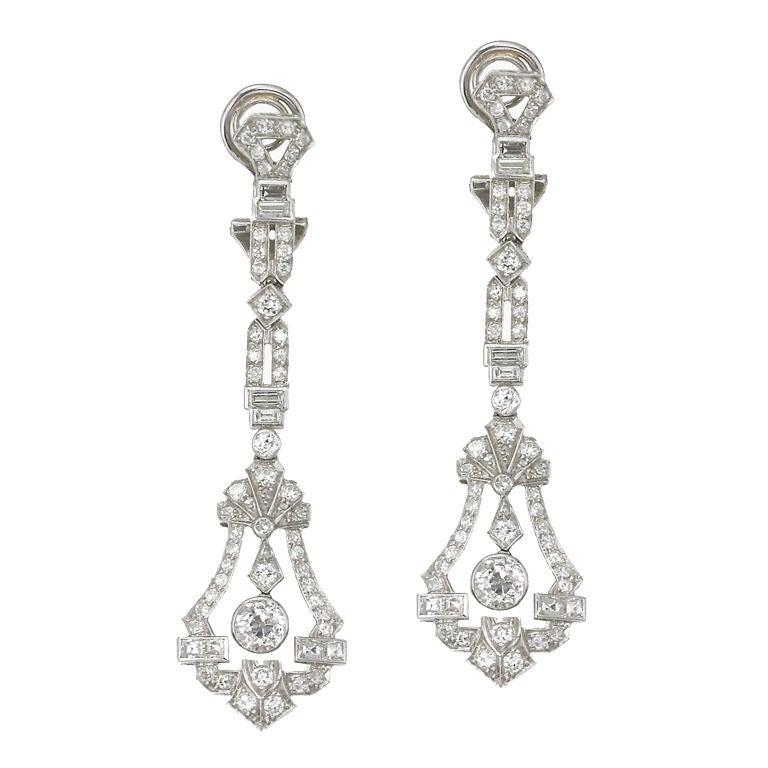 art deco diamond drop earrings at 1stdibs. Black Bedroom Furniture Sets. Home Design Ideas