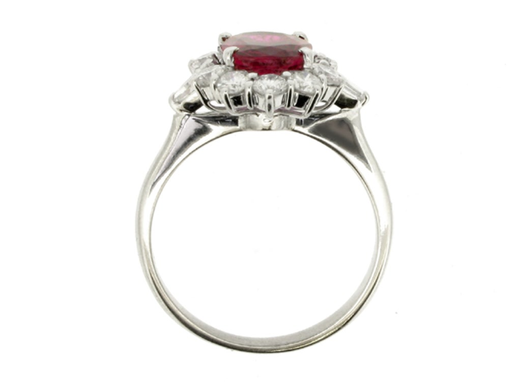 Natural Unenhanced Ruby and Diamond Cluster Ring In Good Condition For Sale In London, GB