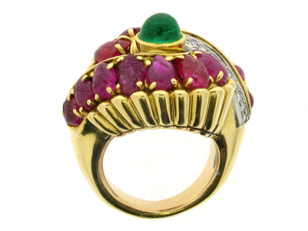 Marchak cabochon emerald, carved ruby and diamond ring, French, circa 1950. In Excellent Condition For Sale In London, GB