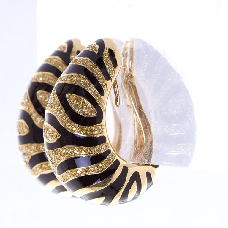 Yellow Diamond Gold Tiger Motif Earrings 2