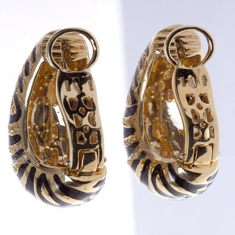 Yellow Diamond Gold Tiger Motif Earrings 3