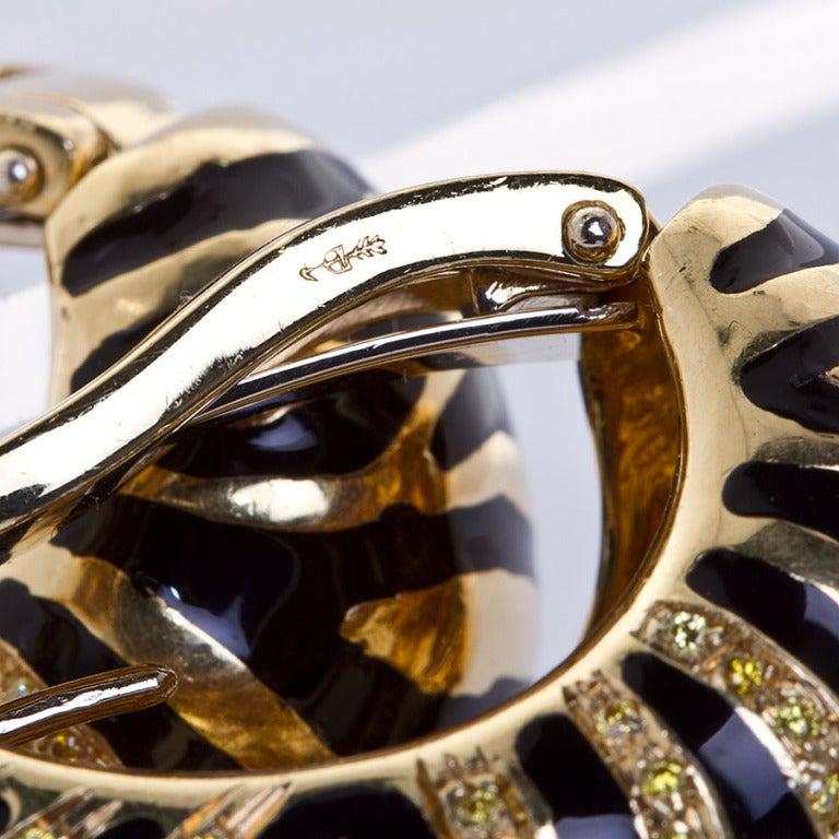 Yellow Diamond Gold Tiger Motif Earrings 5