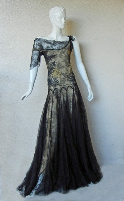 ALEXANDER MCQUEEN 30'S INSPIRED CHANTILLY LACE GOWN 2