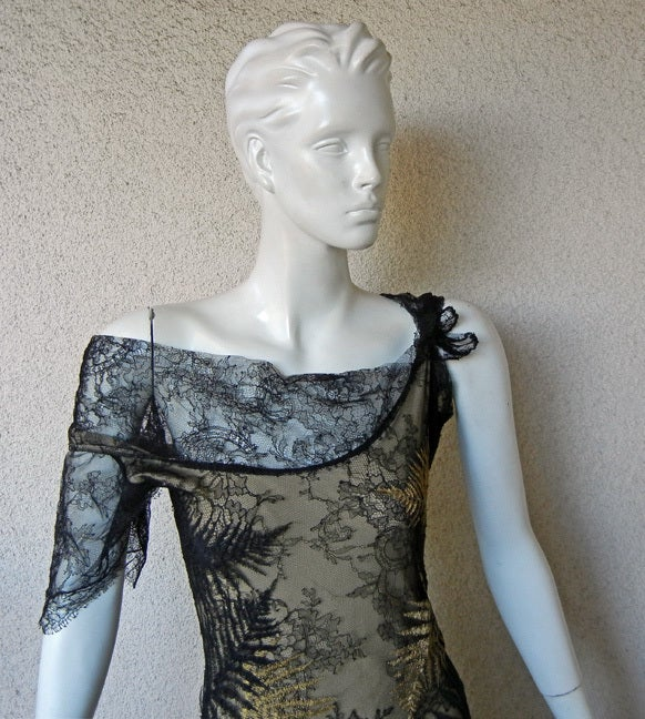 ALEXANDER MCQUEEN 30'S INSPIRED CHANTILLY LACE GOWN 3