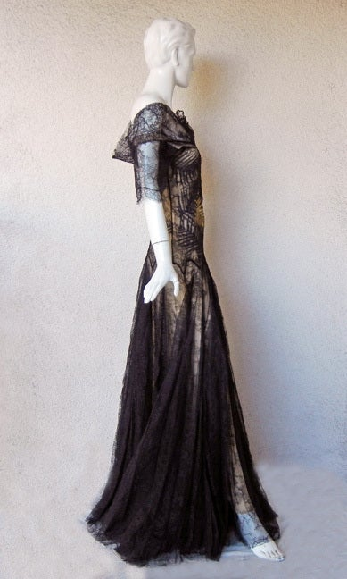 ALEXANDER MCQUEEN 30'S INSPIRED CHANTILLY LACE GOWN 6
