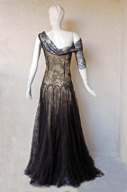 ALEXANDER MCQUEEN 30'S INSPIRED CHANTILLY LACE GOWN 7