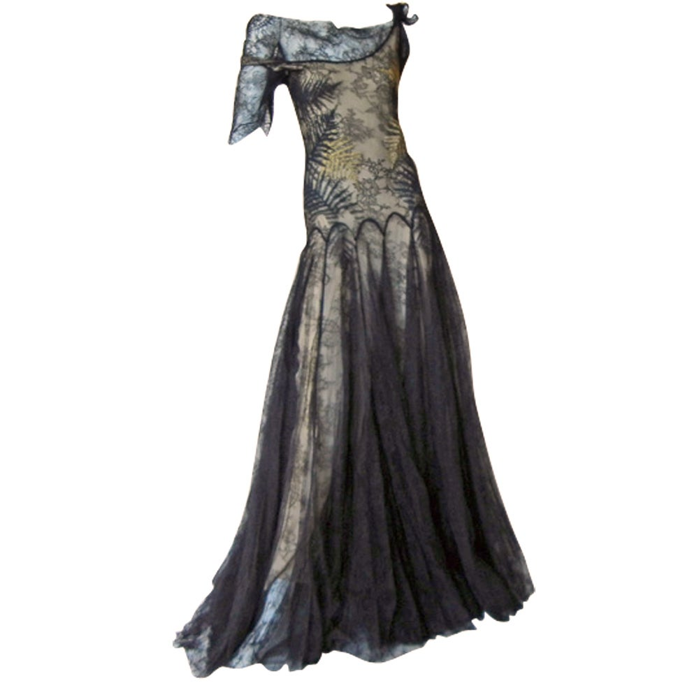 ALEXANDER MCQUEEN 30'S INSPIRED CHANTILLY LACE GOWN 1