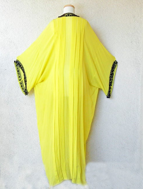 Oscar de la renta runway beaded silk caftan at 1stdibs for Caftan avec satin de chaise