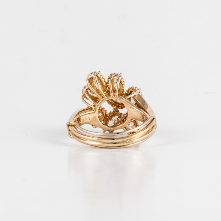 OSCAR HEYMAN BROS. Diamond Cluster Ring in 18K Yellow Gold In Excellent Condition For Sale In Houston, TX
