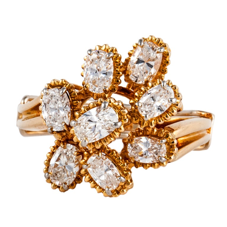 OSCAR HEYMAN BROS. Diamond Cluster Ring in 18K Yellow Gold For Sale