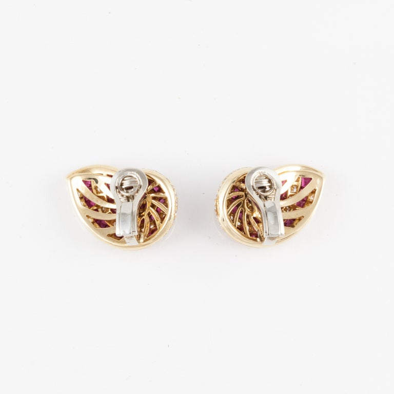 Tiffany & Co. Ruby Diamond gold shell Earrings In Excellent Condition For Sale In Houston, TX