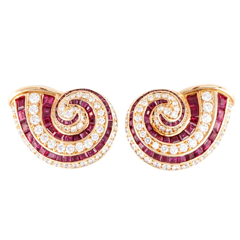 Tiffany & Co. Ruby Diamond gold shell Earrings