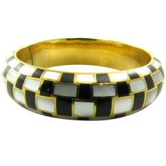 TIFFANY & CO. yellow gold, mother of pearl and onyx inlay bangle