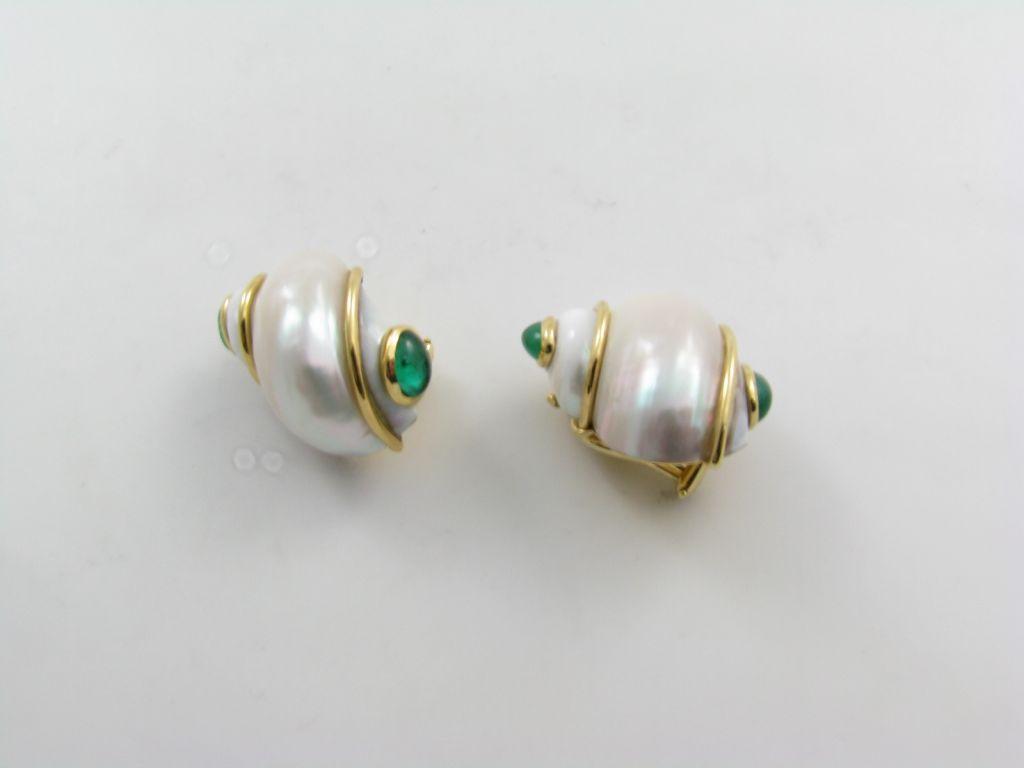 SEAMAN SCHEPPS classic shell, emerald and gold earrings. 2