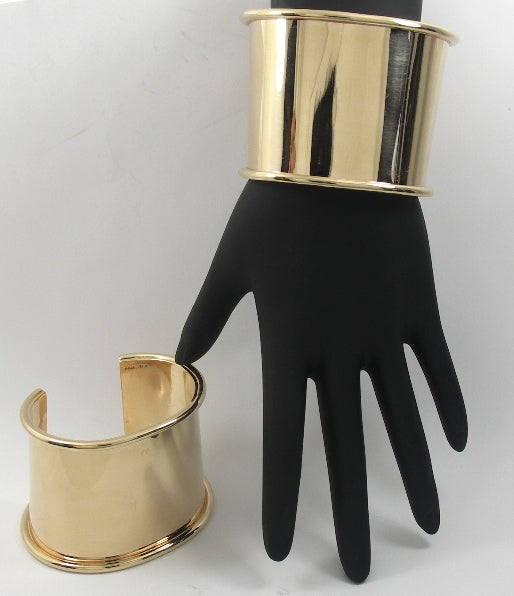 Matched Pair of Gold Cuff Bracelets image 4