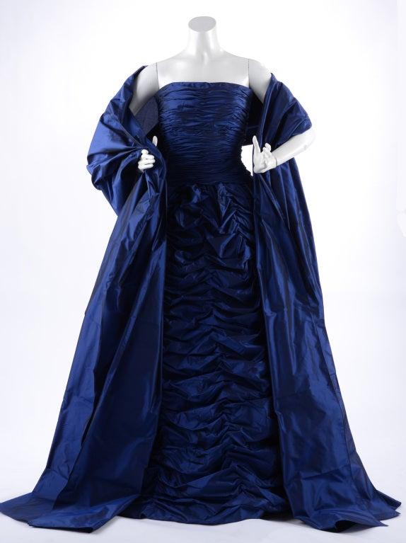 Oscar de la Renta blue strapless silk gown. Matching shawl. Size USA 0/2.