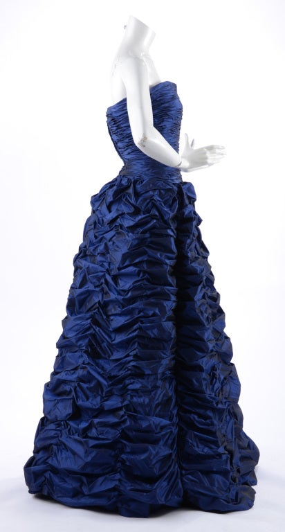 Oscar de la Renta Blue Gown with Shawl In Excellent Condition For Sale In Toronto, CA