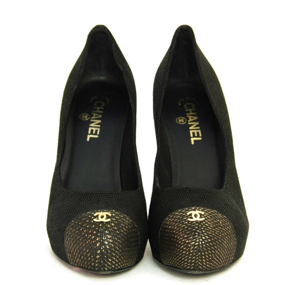 CHANEL Black Texture Platform Pumps with Gold Toe and Heel Sz 41 2