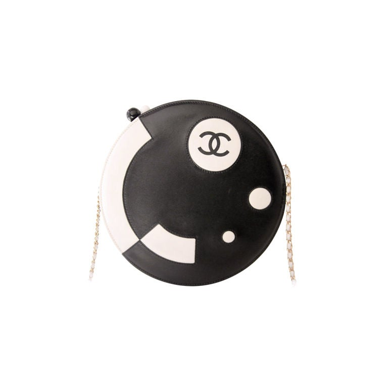 CHANEL BLACK/WHITE LAMBSKIN ROUND LIMITED EDITION RUNWAY BAG 1