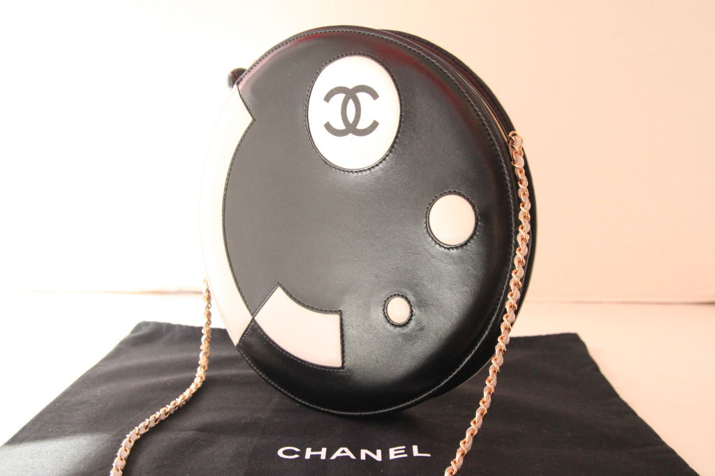 CHANEL BLACK/WHITE LAMBSKIN ROUND LIMITED EDITION RUNWAY BAG 9