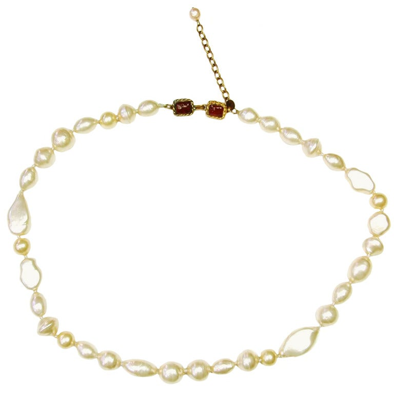Chanel 1983 Vintage Long Multishape Faux Pearl Necklace Gripoix Closure  In Good Condition For Sale In New York, NY