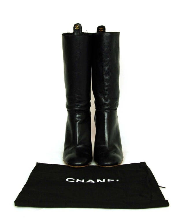 CHANEL Black Leather Short Boots W. Quilted Detail & CC Sz. 40 3