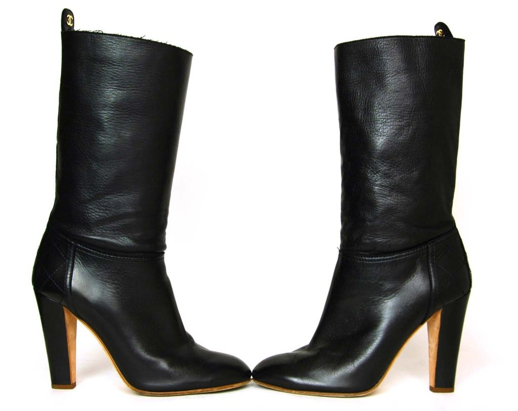CHANEL Black Leather Short Boots W. Quilted Detail & CC Sz. 40 5