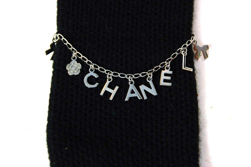 CHANEL Black Cashmere Long Gloves With Charms - Sz. Small 3