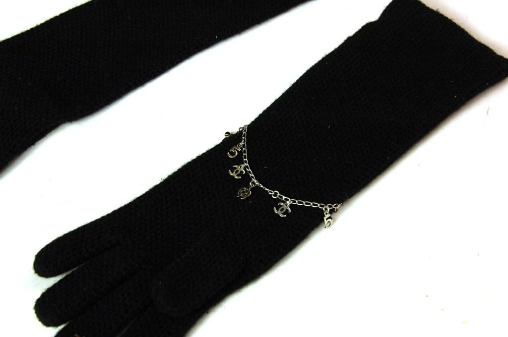 CHANEL Black Cashmere Long Gloves With Charms - Sz. Small 4