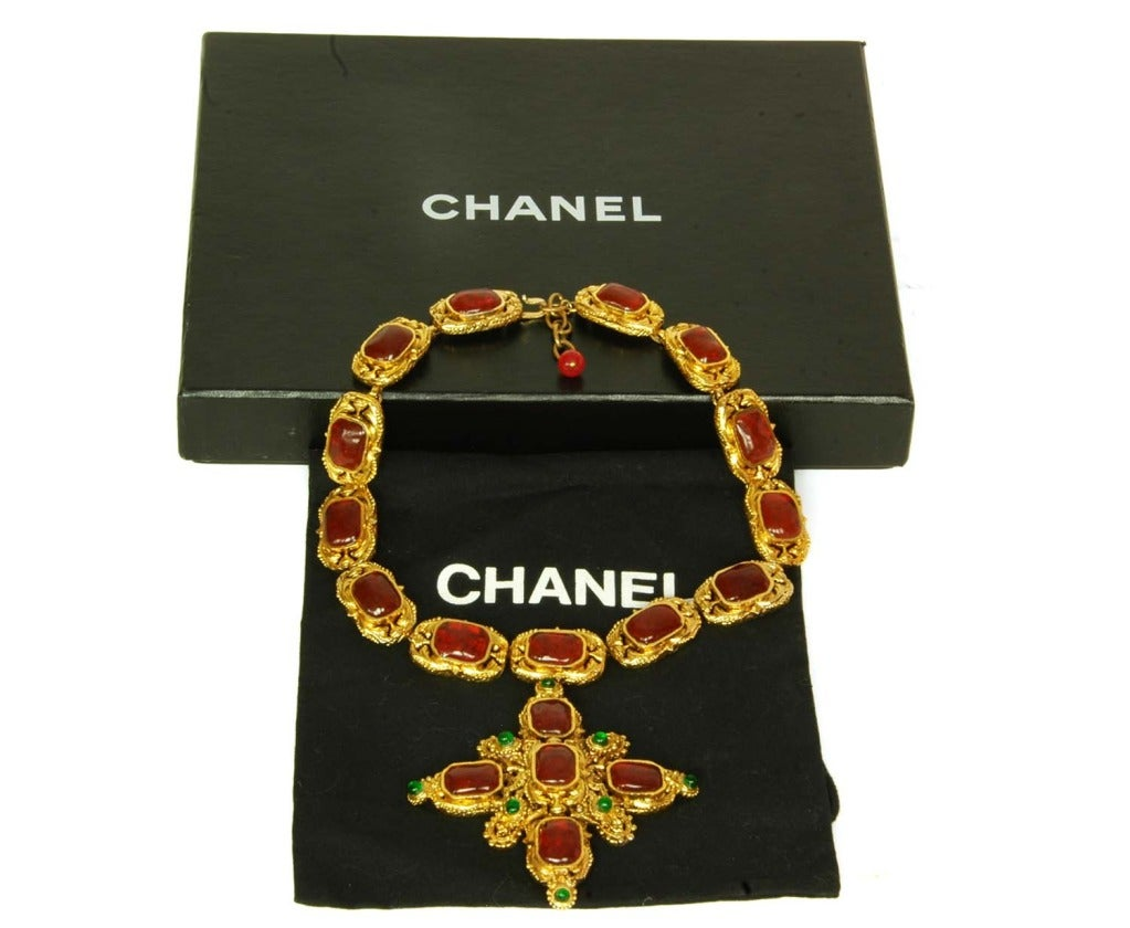 CHANEL Goldtone Necklace With Red and Green Gripoix Medallions c. 1970s/80s 5