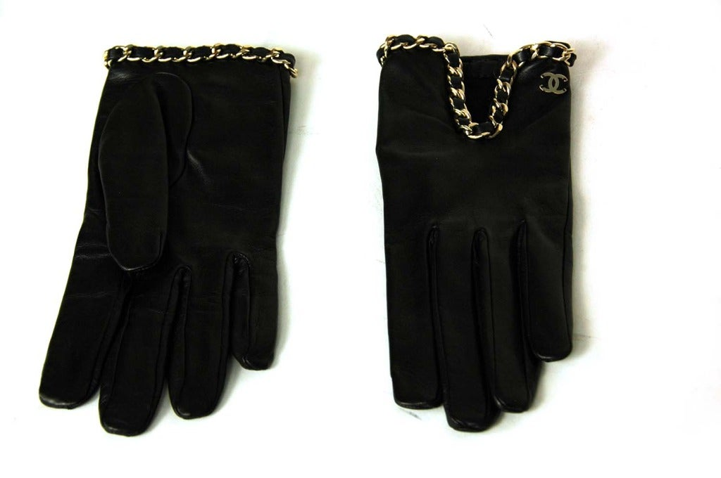 CHANEL Black Leather Gloves With Chain Detail - Sz 7 2