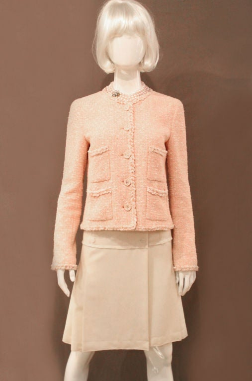 Women's CHANEL 07P PEACH TWEED BOUCLE JACKET W/ BRAIDED TRIM - SZ 42 For Sale