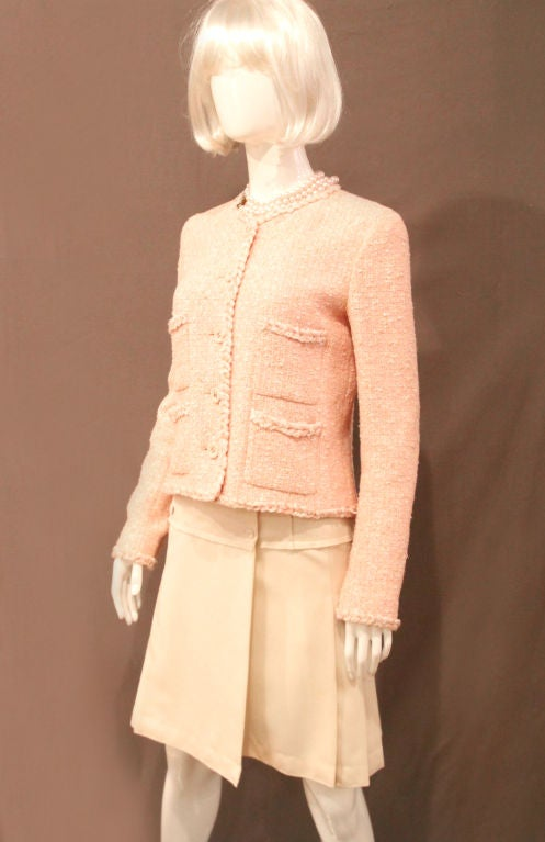 CHANEL 07P PEACH TWEED BOUCLE JACKET W/ BRAIDED TRIM - SZ 42 For Sale 2
