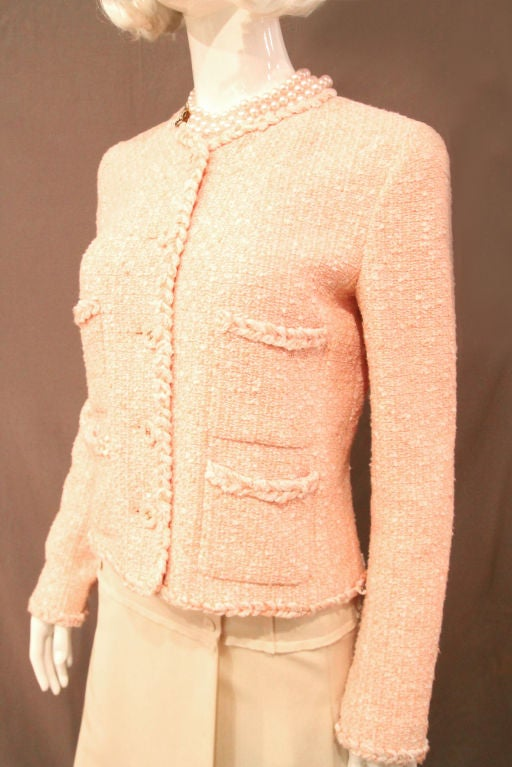 CHANEL 07P PEACH TWEED BOUCLE JACKET W/ BRAIDED TRIM - SZ 42 For Sale 3