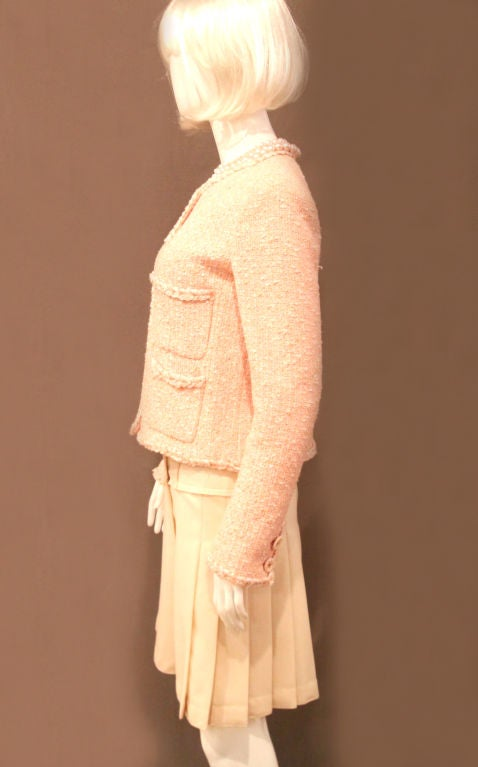 CHANEL 07P PEACH TWEED BOUCLE JACKET W/ BRAIDED TRIM - SZ 42 For Sale 4