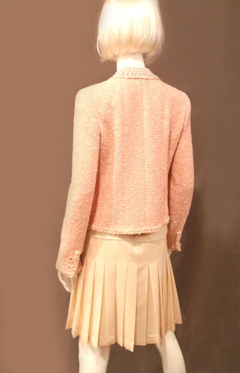 CHANEL 07P PEACH TWEED BOUCLE JACKET W/ BRAIDED TRIM - SZ 42 For Sale 5