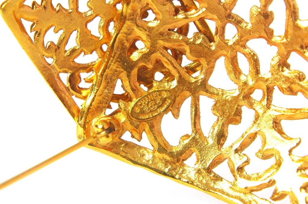 CHANEL Vintage '70s-'80s Gold Brocade Double Diamond Brooch 4