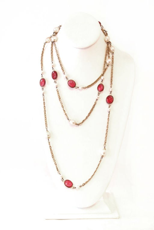 CHANEL VINTAGE RED GRIPOIX & PEARL GOLDEN CHAIN NECKLACE image 2