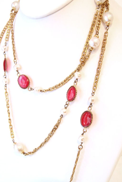 CHANEL VINTAGE RED GRIPOIX & PEARL GOLDEN CHAIN NECKLACE image 4