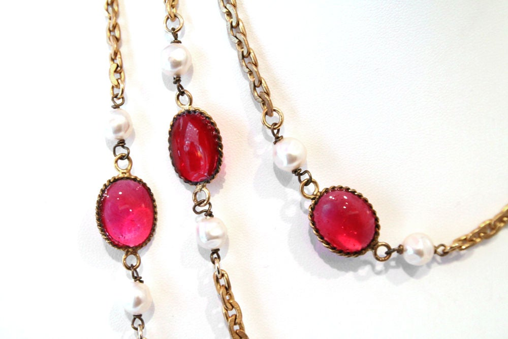 CHANEL VINTAGE RED GRIPOIX & PEARL GOLDEN CHAIN NECKLACE image 5