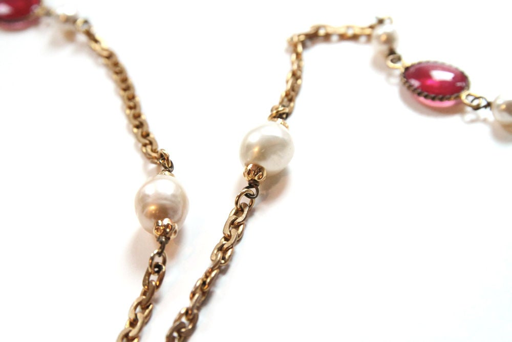 CHANEL VINTAGE RED GRIPOIX & PEARL GOLDEN CHAIN NECKLACE image 6